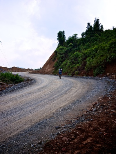 gravel road cycling vietnam